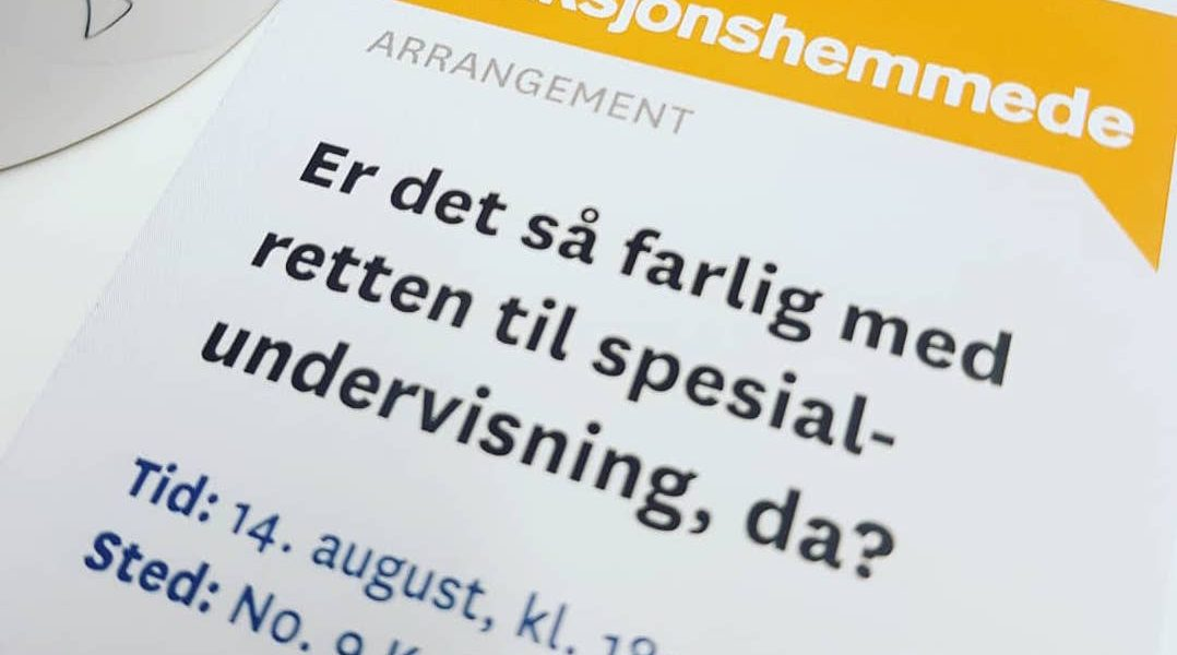 """Bilde av en brosjyre, med teksten """"Er det så farlig med retten til spesialundervisning, da?"""". 14. august kl. 18.15, på No9 Kaffe & Platebar."""
