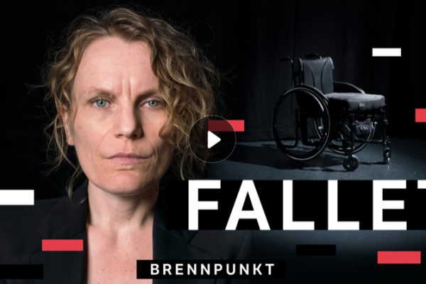 """Bilde av kvinne som ser på kamera og ordene """"Brennpunkt Fallet"""""""